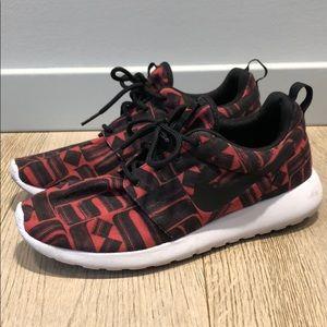 Women's Nike Roshe 9.5 Sneakers